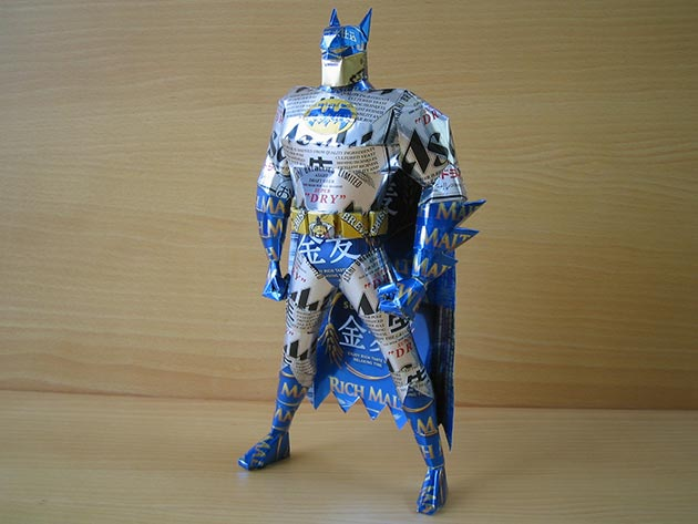 makaon batman Japonés recicla latas haciendo figuras de Super Mario, Pokémon, Totoro...