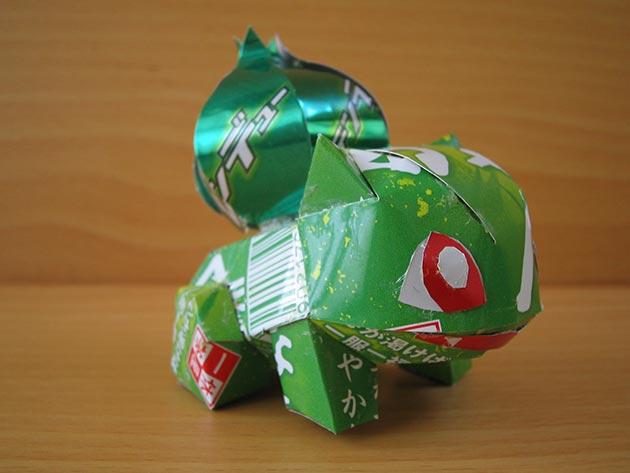 makaon bulbasaur Japonés recicla latas haciendo figuras de Super Mario, Pokémon, Totoro...