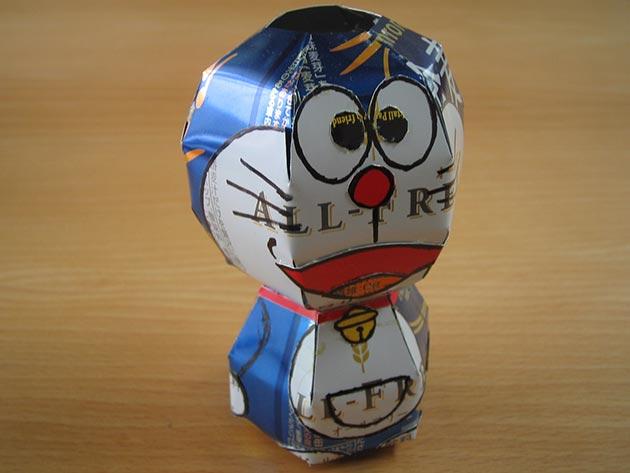 makaon doraemon Japonés recicla latas haciendo figuras de Super Mario, Pokémon, Totoro...