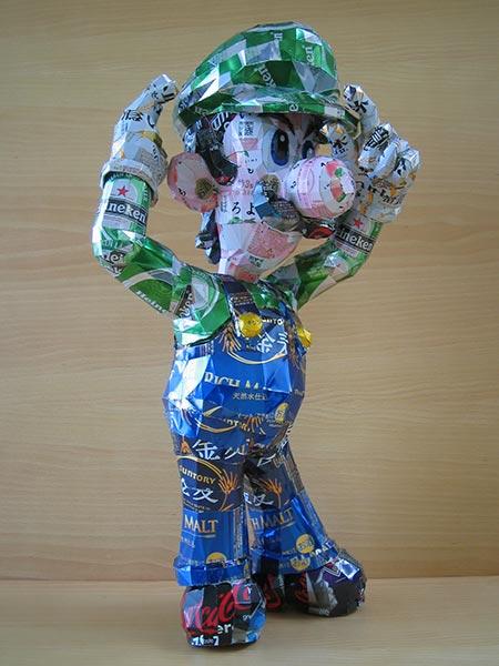 makaon luigi Japonés recicla latas haciendo figuras de Super Mario, Pokémon, Totoro...