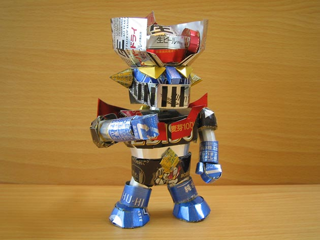 makaon mazinger z Japonés recicla latas haciendo figuras de Super Mario, Pokémon, Totoro...