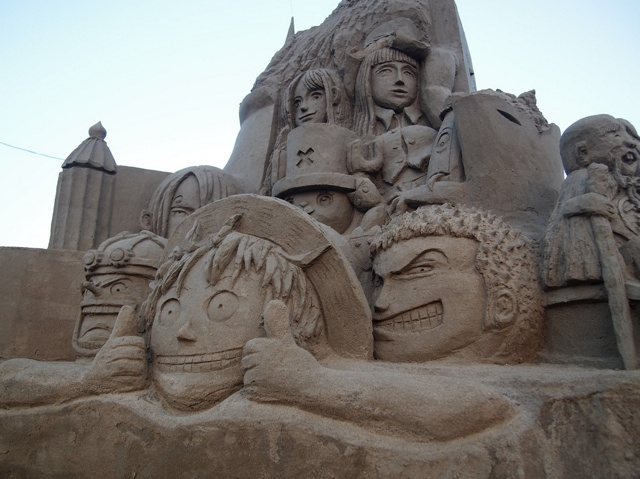 escultura arena one piece