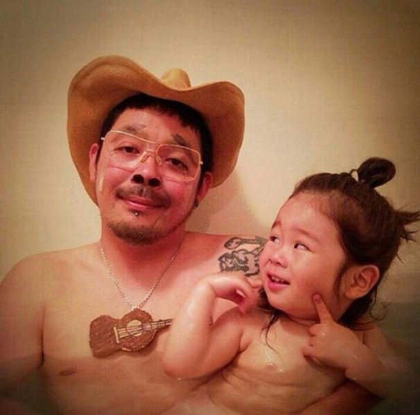 Padre japones hija bano 05