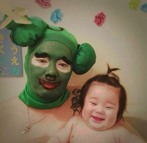 Padre japones hija bano 08