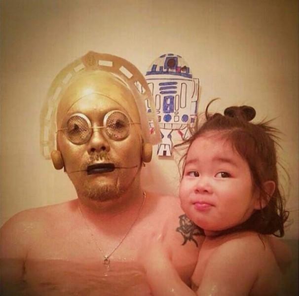 Padre japones hija bano c3pO