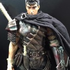 Figura de Guts, protagonista de Berserk, por Three Zero